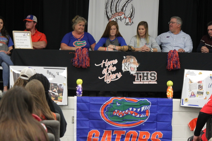 Bryn Thomas signs with UF.